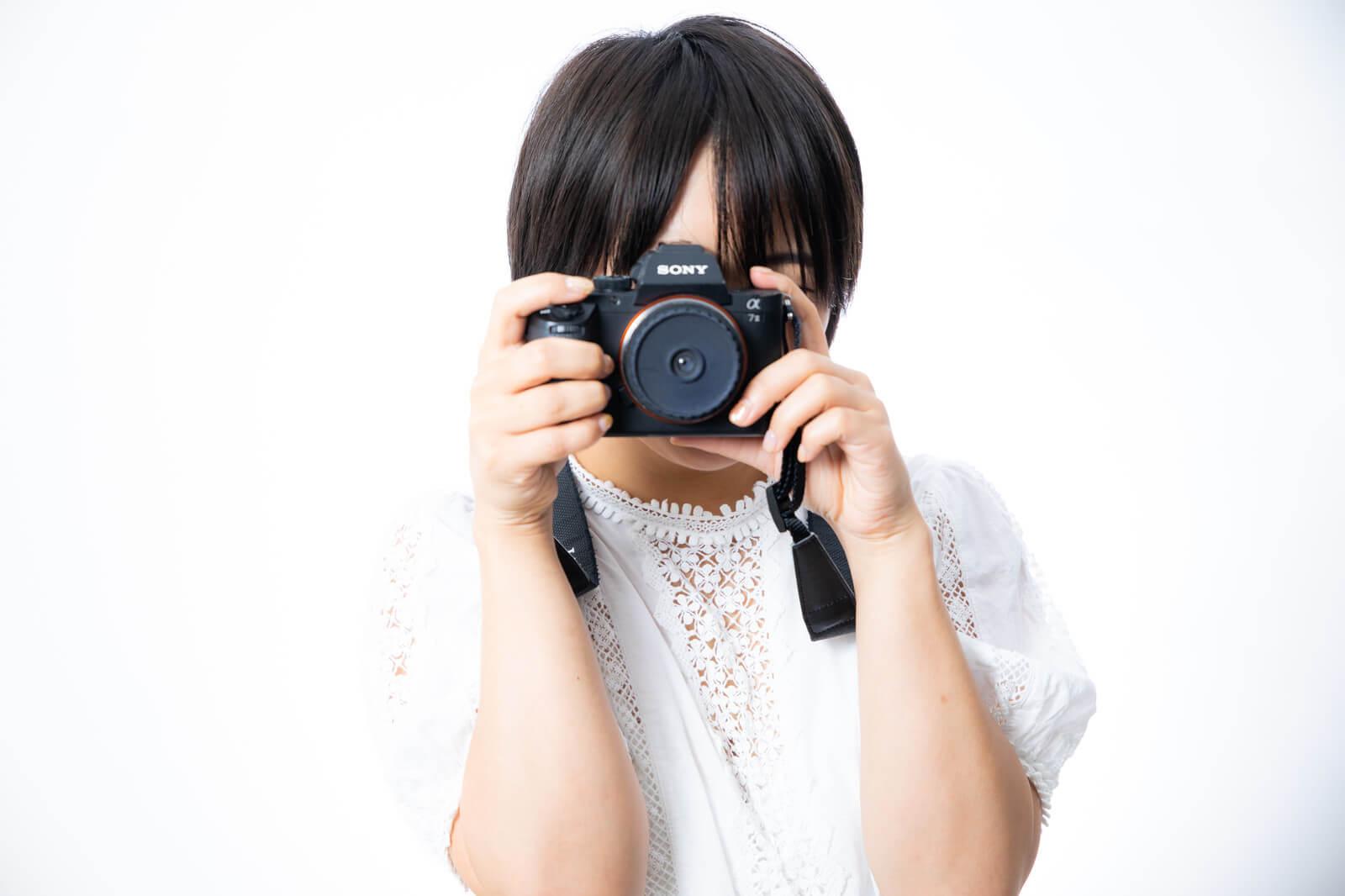 エアライン証明写真での隠しピンの留め方と適したピンを紹介