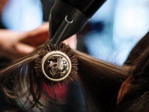 エアライン写真は流した前髪が好印象!おすすめの前髪のセット手順・コツを伝授6