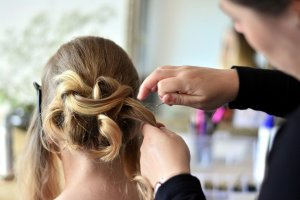 エアライン写真の髪型を美容室で!カット・カラー・セットで失敗しない頼み方1