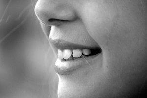 エアライン証明写真の表情のポイント・加工・練習方法を伝授1
