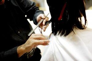 エアラインの証明写真でのショートヘアについて、おすすめ髪型やまとめ髪希望の人向けに対処法を紹介!3