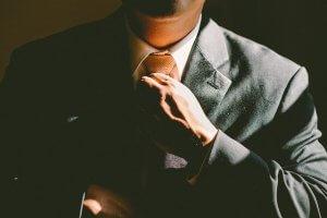 エアライン証明写真に適したスーツ、着こなし方を男女別にご紹介!1