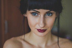 エアライン写真でオン眉・ぱっつんについて、前髪短め女子におすすめのスタイルを紹介!1