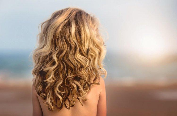 エアライン証明写真でパーマについて、天然パーマなどOKとなるパーマや髪型を解説